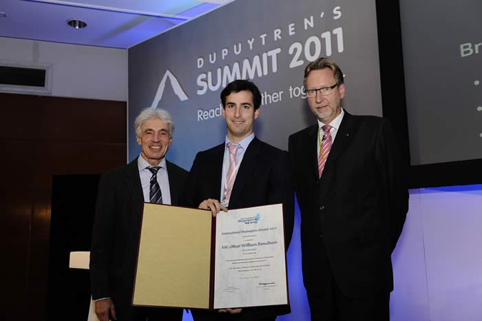 International Dupuytren Award 2011: Oliver Donaldson receives the Award in the category Clinical Research